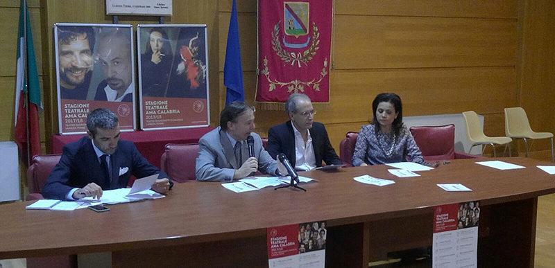 st1718 conferenza stampa01 800x387 - Grandi nomi e diversi linguaggi per la ricchissima Stagione Teatrale AMA Calabria 2017/18